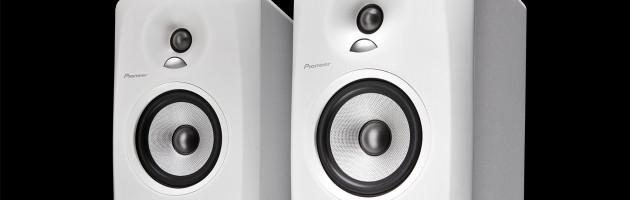 Pioneer DJ präsentiert hochwertige aktive Monitorlautsprecher